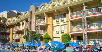 艾瑟希尔俱乐部酒店 - 马尔马里斯