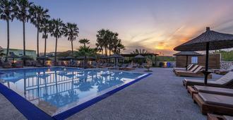 阿尔及里公寓式酒店 - 卡达麦纳 - 游泳池