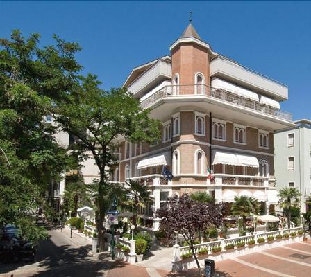 佩特里厄酒店 - 卡托利卡 - 建筑