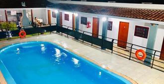 木瓜青年旅舍 - 可爱乌尼迪 II 号 - 博尼图 - 游泳池