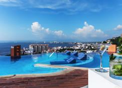 巅峰 220 度假村酒店 - 巴亚尔塔港 - 游泳池