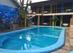 托士盖罗洛斯阿拉莫斯丛林旅馆 - 托尔图格罗 - 游泳池