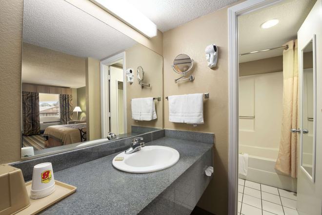 梅里迪恩速8酒店 - 梅里迪恩 - 浴室