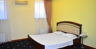 新里根斯酒店 - 埃里温 - 睡房
