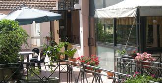 阿西娜酒店 - 斯波莱托 - 露台