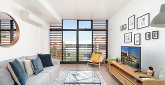 新镇最佳设计师公寓 H395 酒店 - 悉尼 - 客厅