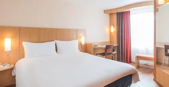 南特中心布列塔尼宜必思旅游酒店 - 南特 - 睡房