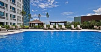 宿务探索酒店及会议中心 - 宿务 - 游泳池
