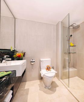 史各士皇族假日酒店 - 新加坡 - 浴室