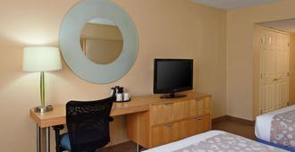 Lax拉金塔旅馆及套房酒店 - 洛杉矶 - 睡房