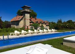 博马努瓦小型豪华精品酒店 - 比亚里茨 - 游泳池