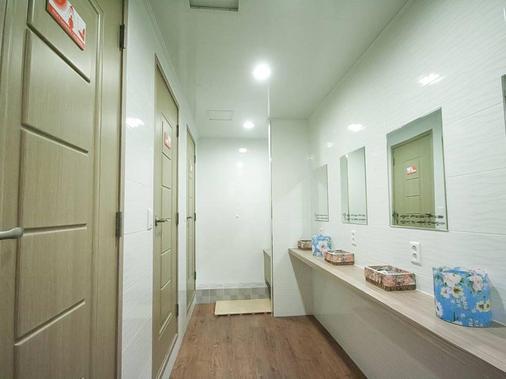 釜山住宿点com民宿 - 釜山 - 浴室