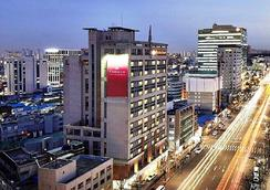 华美达酒店 - 首尔 - 户外景观