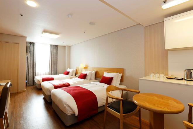 首尔东大门华美达酒店 - 首尔 - 睡房