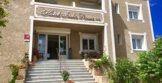 伊苏拉洛萨酒店 - 鲁斯岛 - 建筑