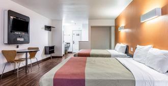 Motel 6 Oceanside Marina - 奥欣赛德 - 睡房
