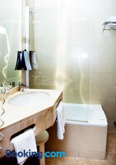 环球酒店 - 格拉纳达 - 浴室