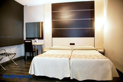 环球酒店 - 格拉纳达 - 睡房