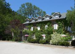 巴雷特红磨坊餐厅酒店 - 勒皮 - 建筑
