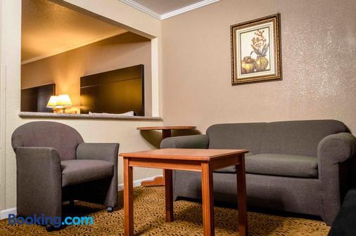 萨克拉门托行政套房酒店 - 萨克拉门托 - 客厅