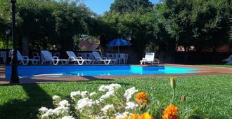 波尔萨达卡萨罗萨酒店 - 卡内拉 - 游泳池