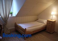 体育场酒店 - 杜伊斯堡 - 睡房