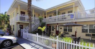 银沙汽车旅馆 - 克利尔沃特海滩 - 建筑