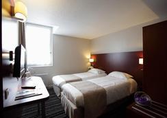 圣马洛迪纳尔基里亚德酒店 - 迪纳尔 - 睡房