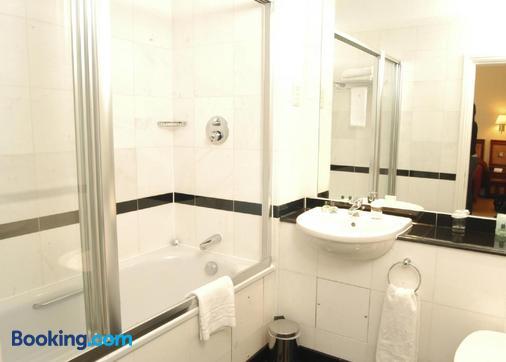 伦敦克拉伦登农庄酒店 - 伦敦 - 浴室