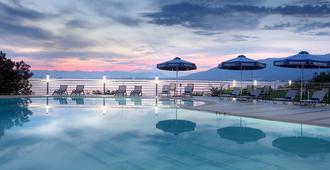 梅西尼亚湾酒店 - 卡拉马塔
