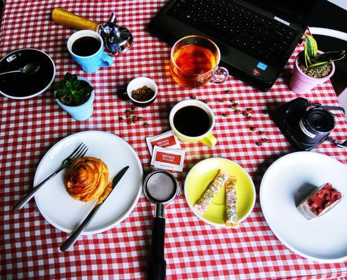 雷吉安阁楼酒店 - 库塔 - 食物
