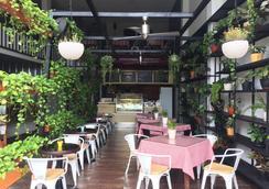 雷吉安阁楼酒店 - 库塔 - 餐馆