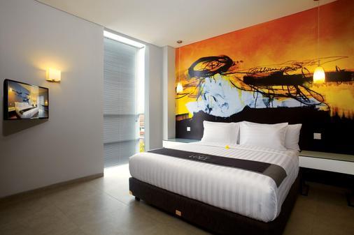 雷吉安阁楼酒店 - 库塔 - 睡房