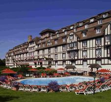 巴里尔高尔夫酒店