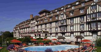 高尔夫巴里亚酒店 - 多维尔 - 建筑