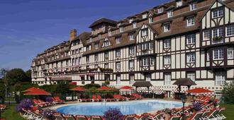 高尔夫巴里亚酒店 - 多维尔