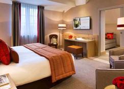 高尔夫巴里亚酒店 - 多维尔 - 睡房