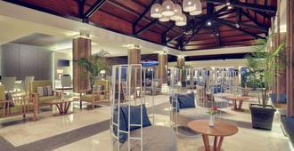万鸦老塔特尼度假及会议中心美居酒店 - 万鸦老 - 建筑