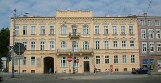 波兹南拉古塔拉旅馆 - 波兹南 - 建筑