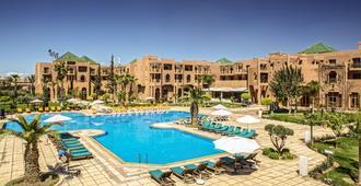 棕榈广场温泉酒店 - 马拉喀什 - 游泳池