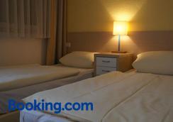 亚根霍夫酒店 - 威斯巴登 - 睡房