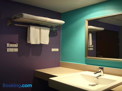 素坤逸8巷萨瓦斯蒂酒店 - 曼谷 - 浴室