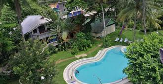 椰子花园度假酒店 - 科隆 - 游泳池