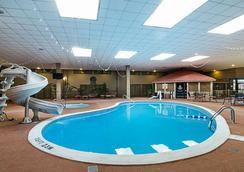 花园城US-83号公路克拉丽奥酒店 - 加登城(堪萨斯州) - 游泳池