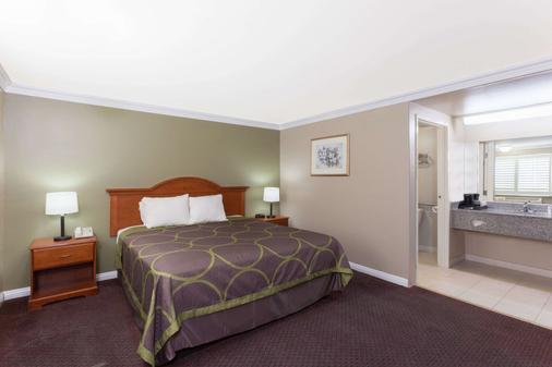 托伦斯lax机场区速8酒店 - 托伦斯 - 睡房
