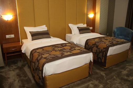 瓦尔纳金色郁金香酒店 - 瓦尔纳 - 睡房