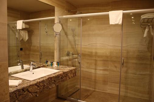 瓦尔纳金色郁金香酒店 - 瓦尔纳 - 浴室