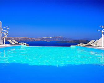 阿斯塔特套房酒店 - 阿克罗蒂里 - 游泳池