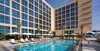 亚斯岛中心酒店 - 阿布扎比 - 游泳池