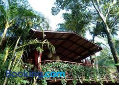 塔卡科里生态旅舍 - 阿拉胡埃拉 - 建筑